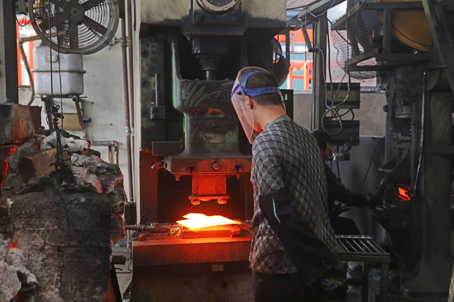 Lucchini Mamé Forge lavorazione